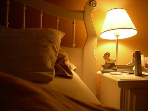 卧室的床头灯